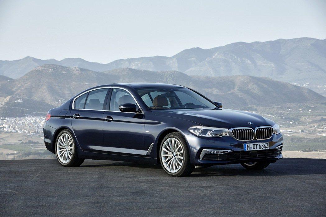 全新BMW5系列搭載Luxury Line風格套件。 圖/汎德提供