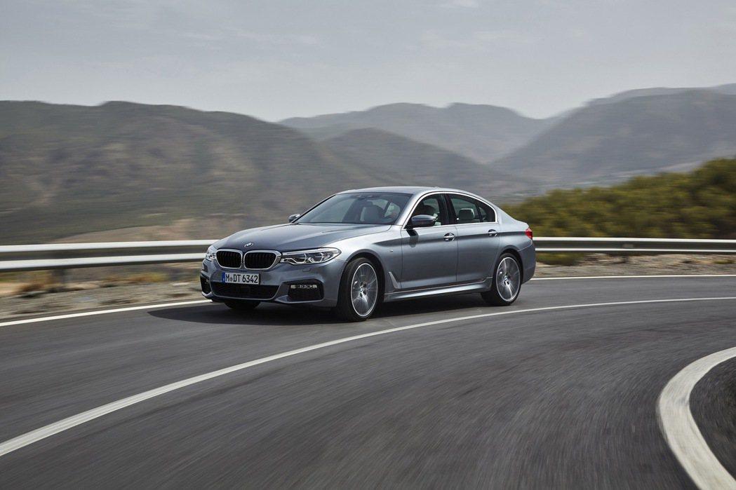 全新BMW5系列搭載M款跑車化套件。 圖/汎德提供