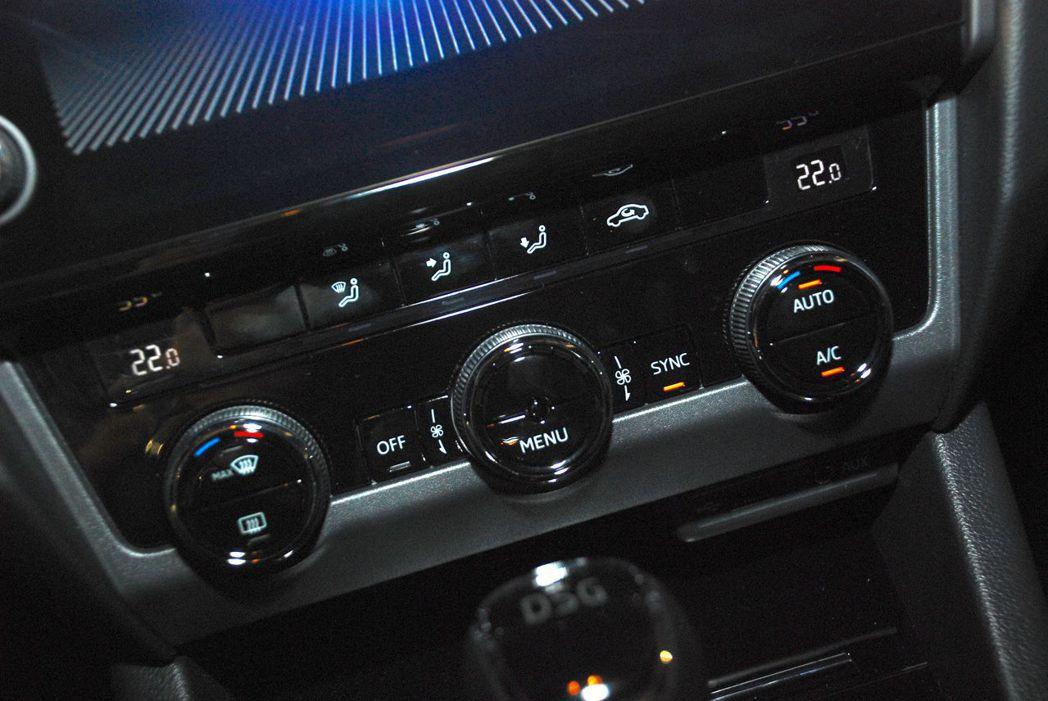 除了1.0 TSI 動能版外,其餘車型皆有雙區恆溫空調。圖/記者林昱丞攝影