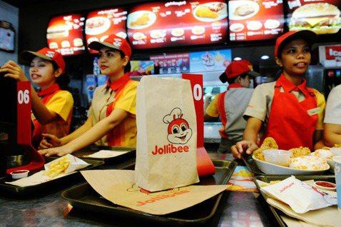 「快樂蜂」(Jollibee),這個戴廚師帽的紅白黃蜜蜂商標遍布了菲律賓群島。 ...
