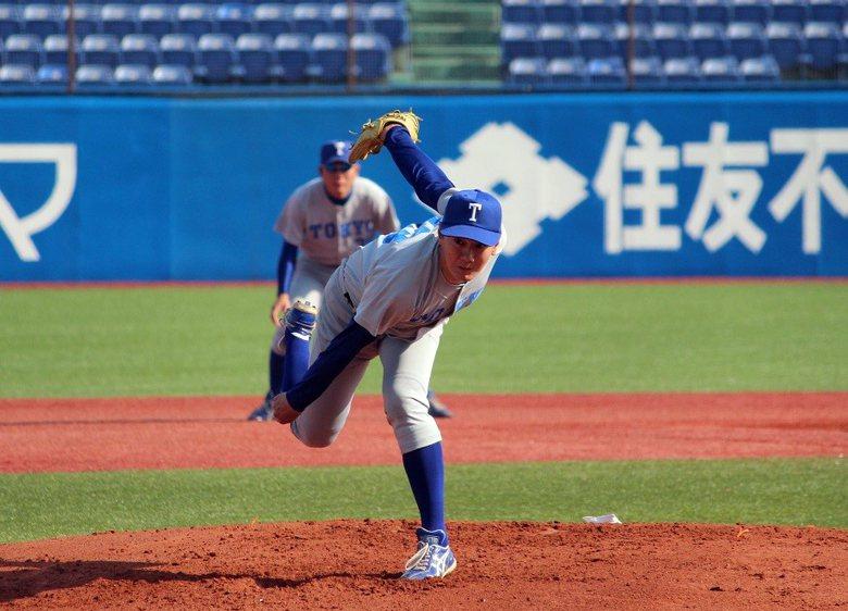 大三終於登板先發的40歲右投伊藤一志,被認為有如「普通車」般終於抵達神宮球場殿堂。  圖/取自東大野球部部落格