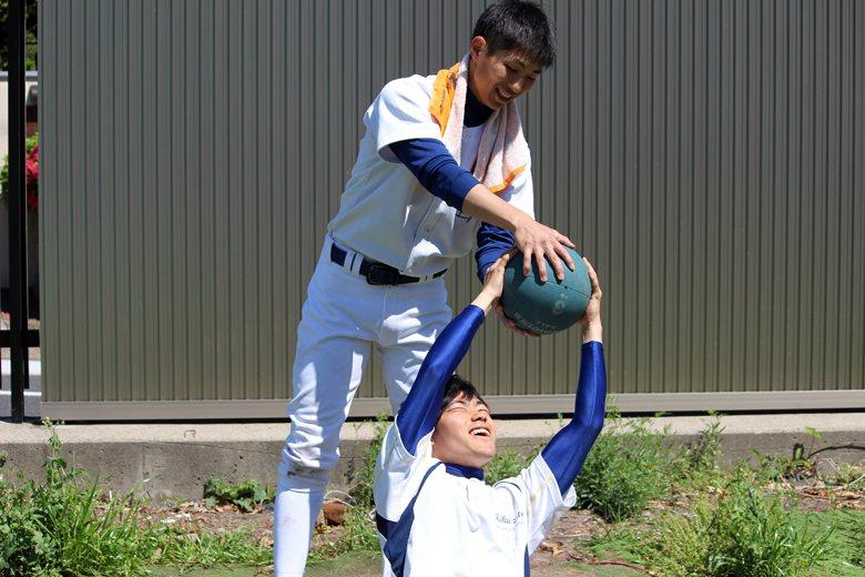 宮村健太回憶,當時看到伊藤一志只覺得「與眾不同」,現在宮村已轉任學生教練,對於「同年級」的伊藤也單純把他當做好戰友。 圖/取自東大野球部部落格
