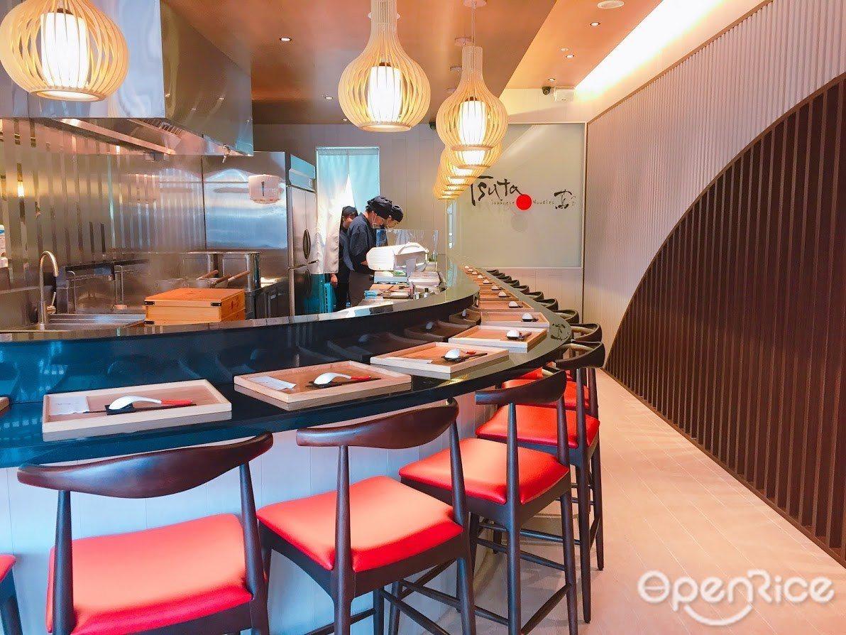 ▲Tsuta蔦台灣首店承襲日本店簡約風格,時髦的吧檯空間顛覆以往拉麵店風格。