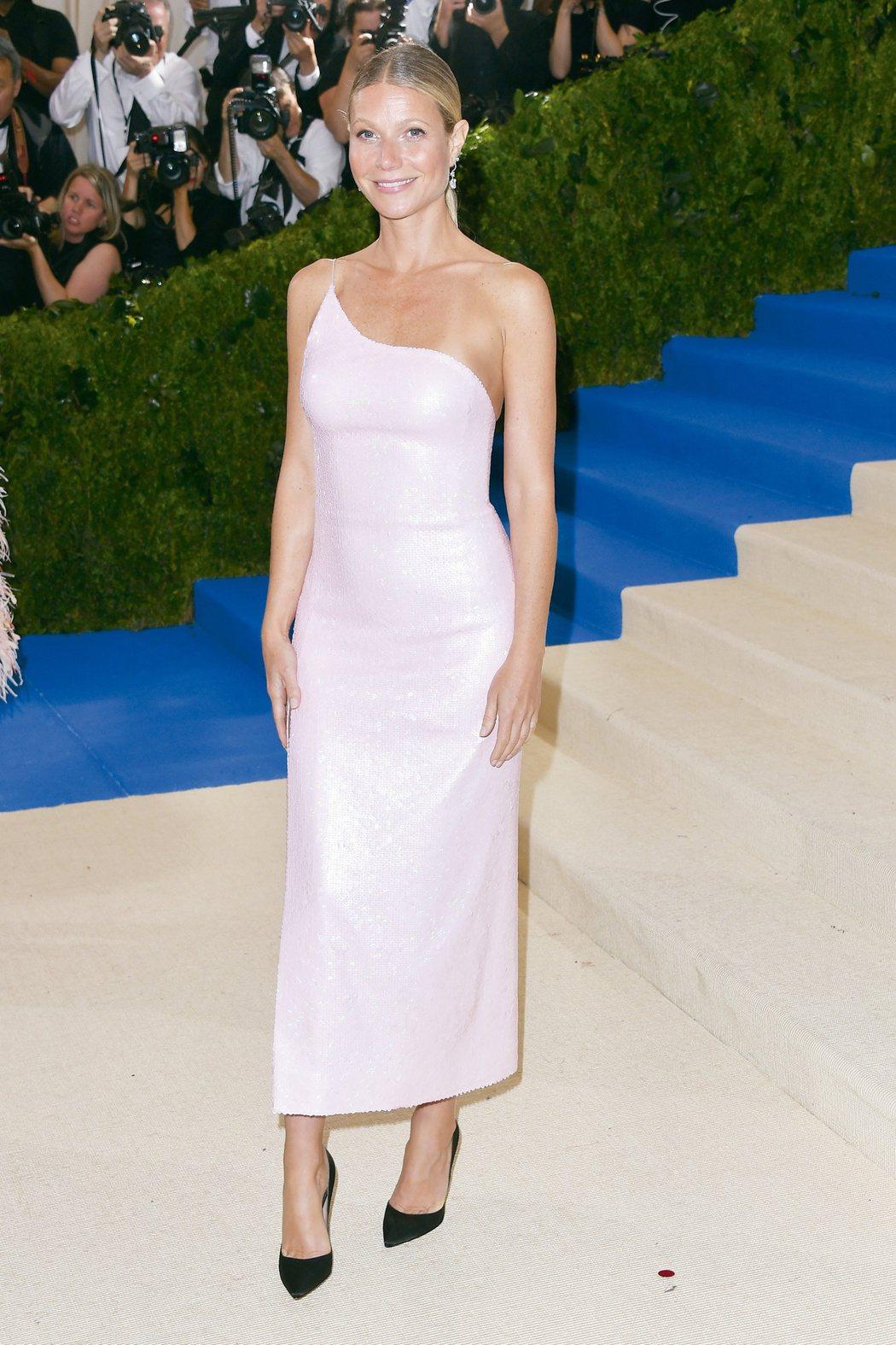 葛妮絲派楚配戴海瑞溫斯頓珠寶,總值超過230萬美金。圖/海瑞溫斯頓提供