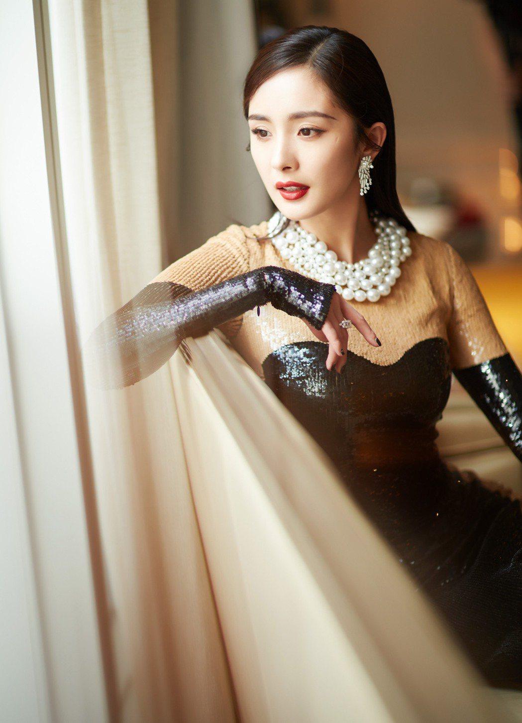 大陸女星楊冪配戴伯爵珠寶,此為定裝照。圖/伯爵提供