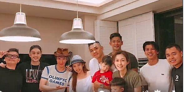 黑人(中)過40歲生日,老婆范范與王力宏夫妻等友人串通給他驚喜。圖/摘自臉書