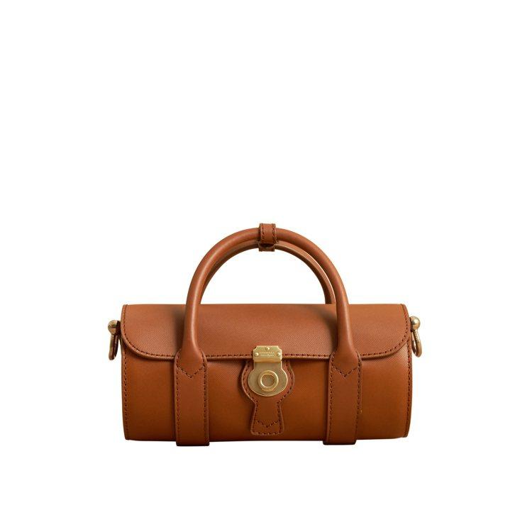 DK88棕褐色小型水桶包,售價72,000元。圖/BURBERRY提供