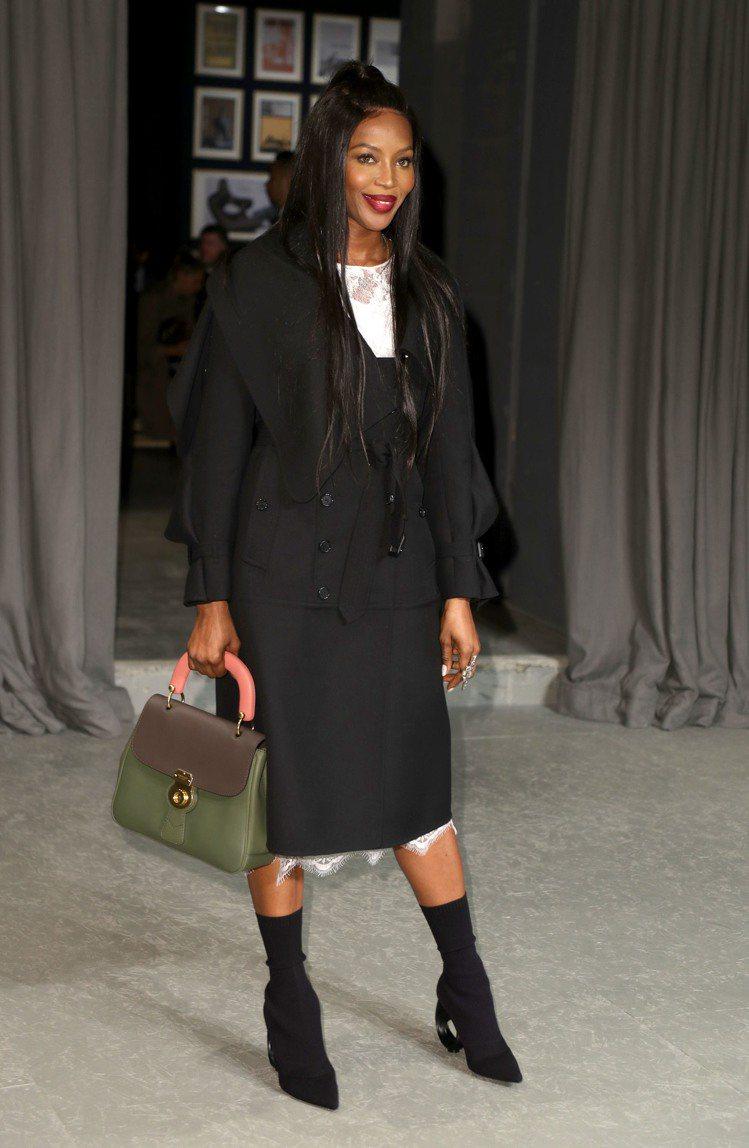 娜歐蜜坎貝爾以DK88中型提柄包搭襯正裝。圖/BURBERRY提供