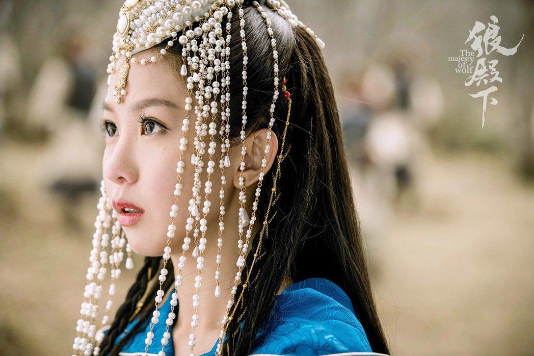 郭書瑤「狼殿下」首波劇照。 圖/京騰娛樂提供