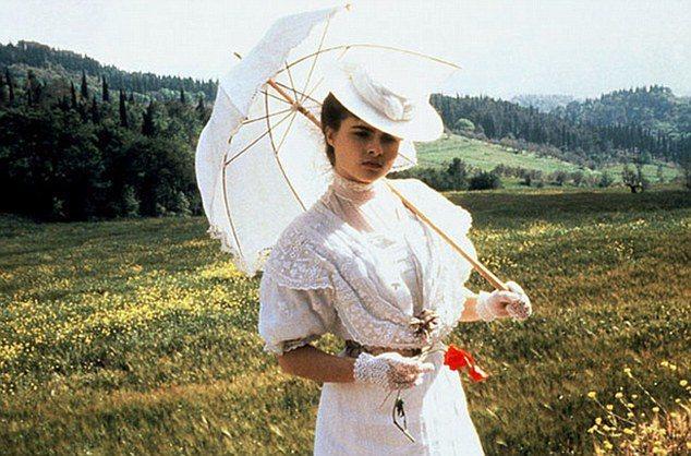 海倫娜寶漢卡特在「窗外有藍天」造型古典優雅,在影壇一炮而紅。圖/摘自Daily ...