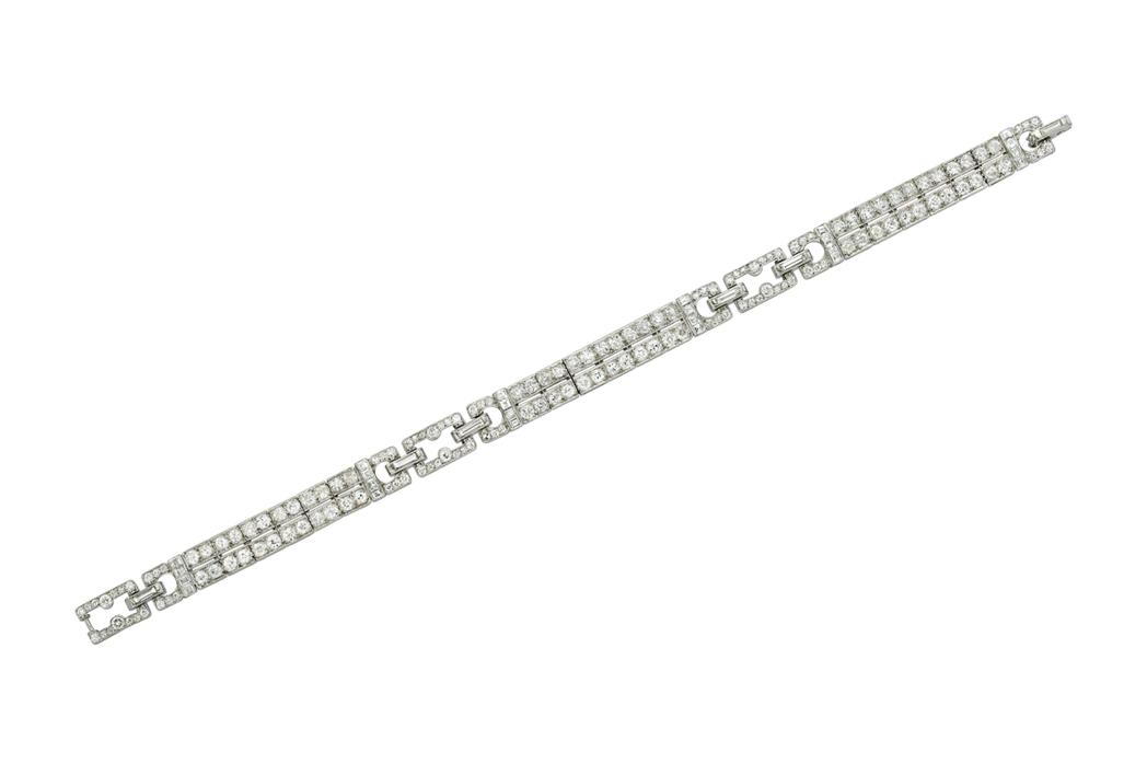 米蘭達寇兒配戴的卡地亞骨董手環,鉑金鑲嵌鑽石。圖/Cartier提供