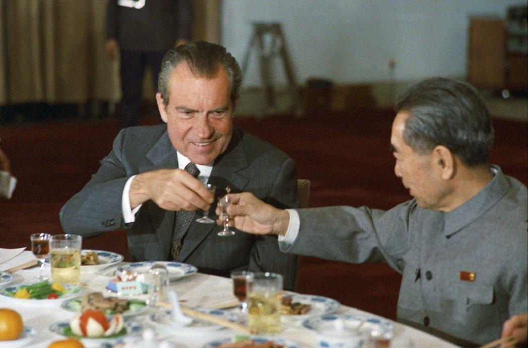 貴州茅台被指定為尼克森訪中之國宴酒之後大行其道,名滿天下。 本報資料照片