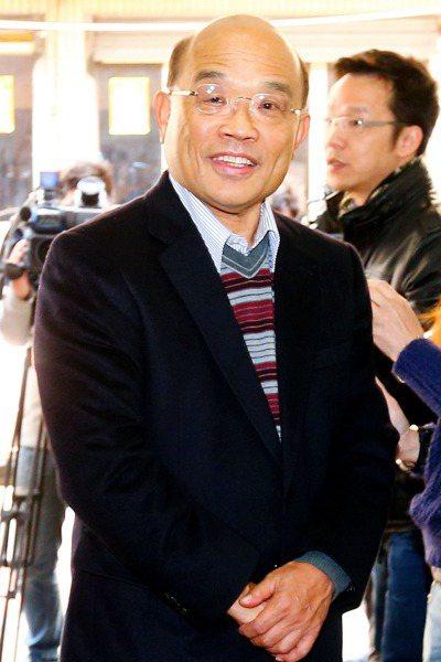 紅衫軍發動倒扁活動,時任行政院長蘇貞昌的座車被誤以為是陳水扁的車,也被紅衫軍攔下...