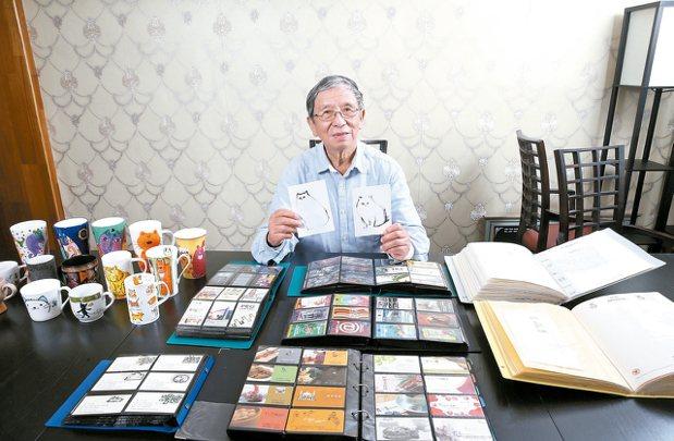 旅遊40多國,朱守谷展示收藏與名片創作。 記者蘇健忠/攝影