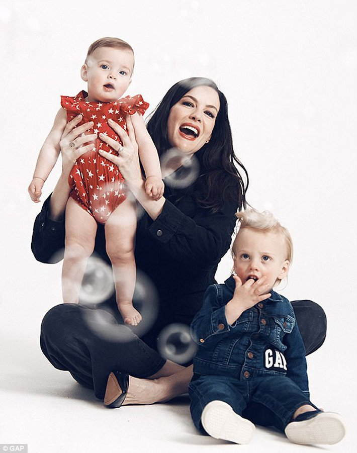 麗芙泰勒與兒女入鏡廣告。圖/擷自每日郵報