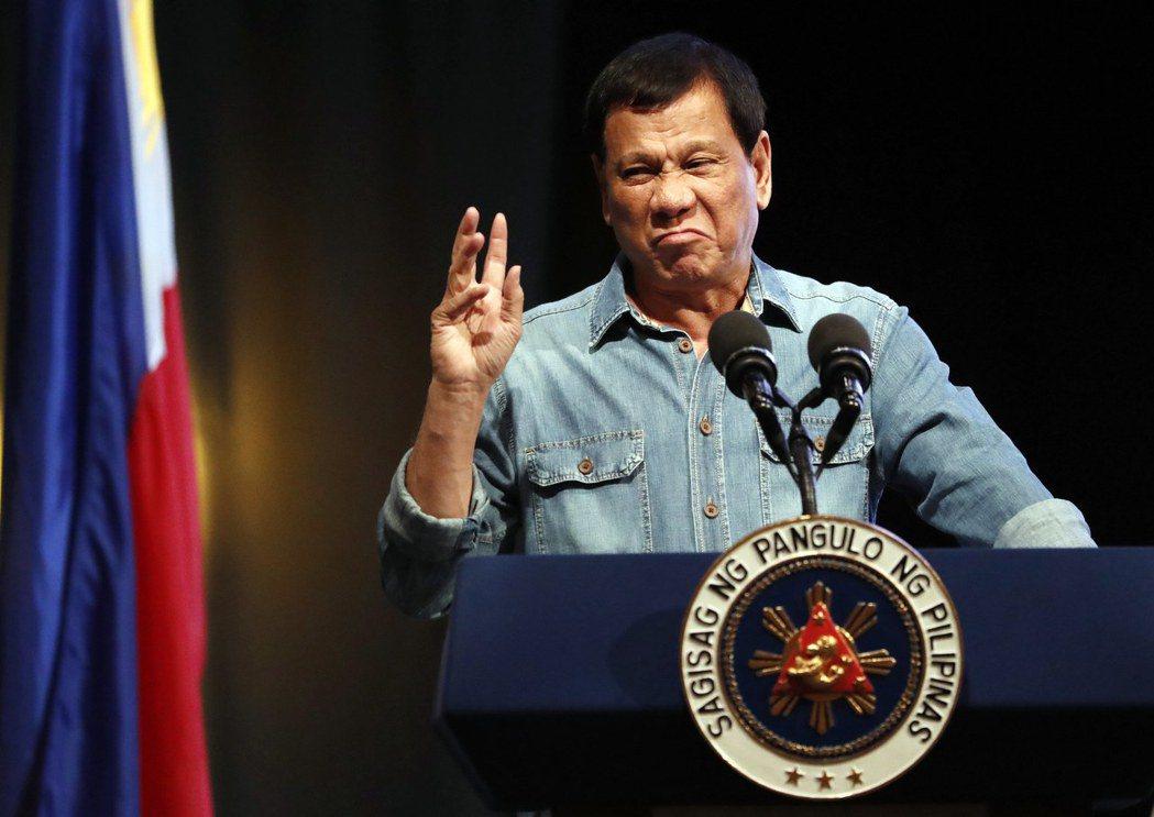 如果菲律賓能在杜特蒂任期內,以多邊國際法文件成功約束中國在南海的行動,對杜特蒂而...