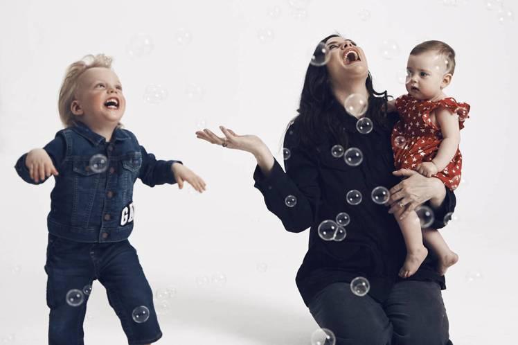 麗芙泰勒(Liv Tyler)與兒子Sailor(2歲)及女兒 Lula(9個月...