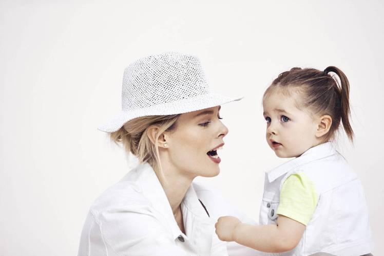 Coco Rocha 與女兒 Ioni。圖/Gap提供