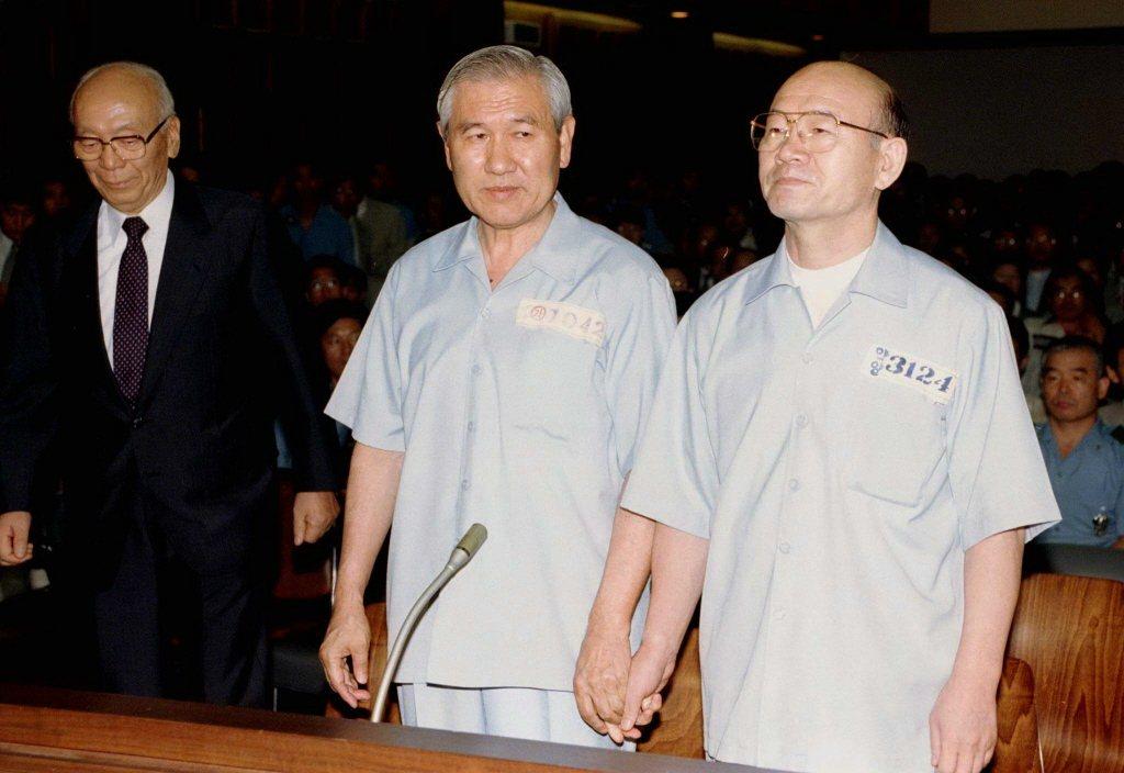 大韓民國第十一、十二屆的總統全斗煥及其後繼者盧泰愚,兩人在盧泰愚卸任後遭到檢方起...