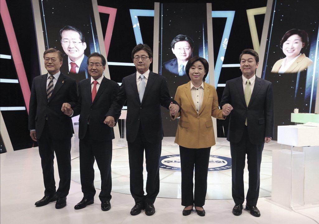 本屆五位總統候選人分別為(由左至右)文在寅、洪準勺、劉承旼、沈相奵、安哲秀。 圖...