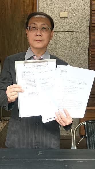 律師出面說明還有其他受害人被鄧養天騙。記者梅衍儂/攝影