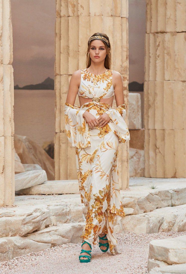 絹印月桂冠枝葉的飄逸服是充滿女神氣息。圖/香奈兒提供