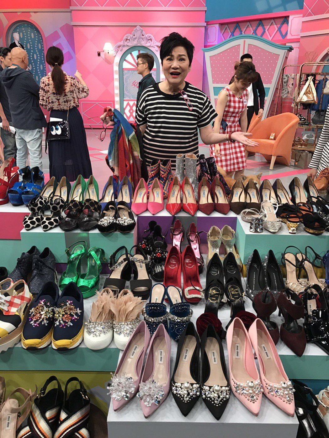 張小燕的鞋款超多,現場帶進棚就超過70雙。記者葉君遠/攝影