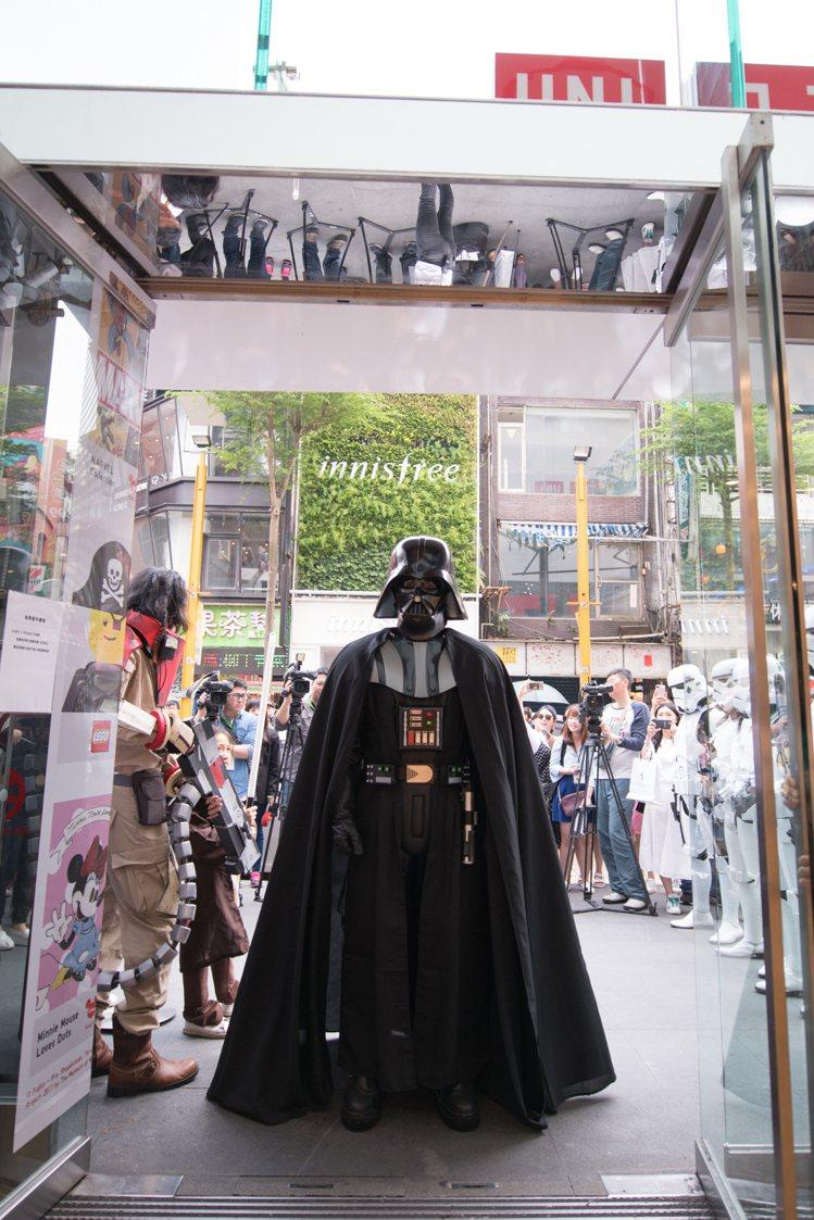 迪士尼「STAR WARS Party」在UNIQLO西門店登場,黑武士驚喜現身...