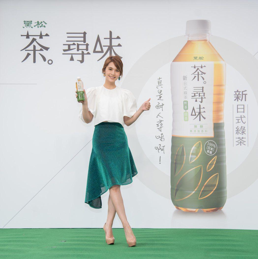 黑松請來楊丞琳代言新茶品牌「黑松茶尋味」,售價25元。圖/黑松提供