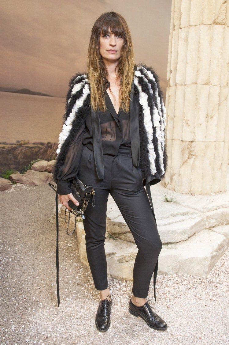 香奈兒品牌大使暨Gabrielle de Chanel包款代言人卡洛琳德麥格雷特...