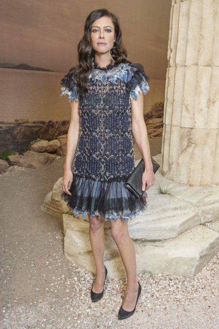 香奈兒品牌大使安娜莫格拉莉絲穿著香奈兒2017 PARIS COSMOPOLIT...