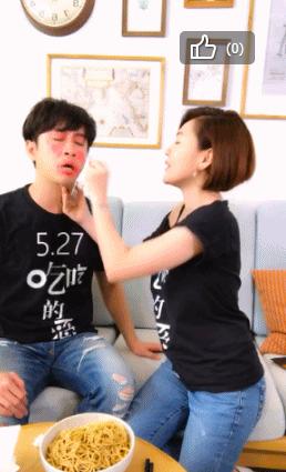 小S與陳漢典合體直播宣傳電影「吃吃的愛」。圖/摘自微博