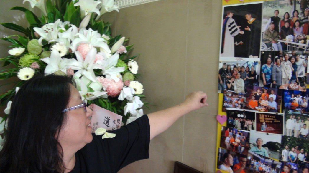 女兒李芳宜指著父親李季準的照片說,父親失智後反而回歸輕鬆自在。記者王昭月/攝影