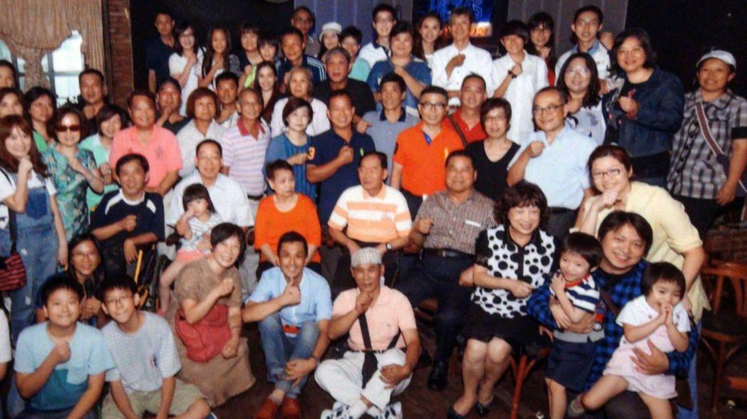李季準獲頒金鐘獎特別貢獻獎,家人為他集結昔日在廣播及馬術的員工一起同樂。記者王昭...