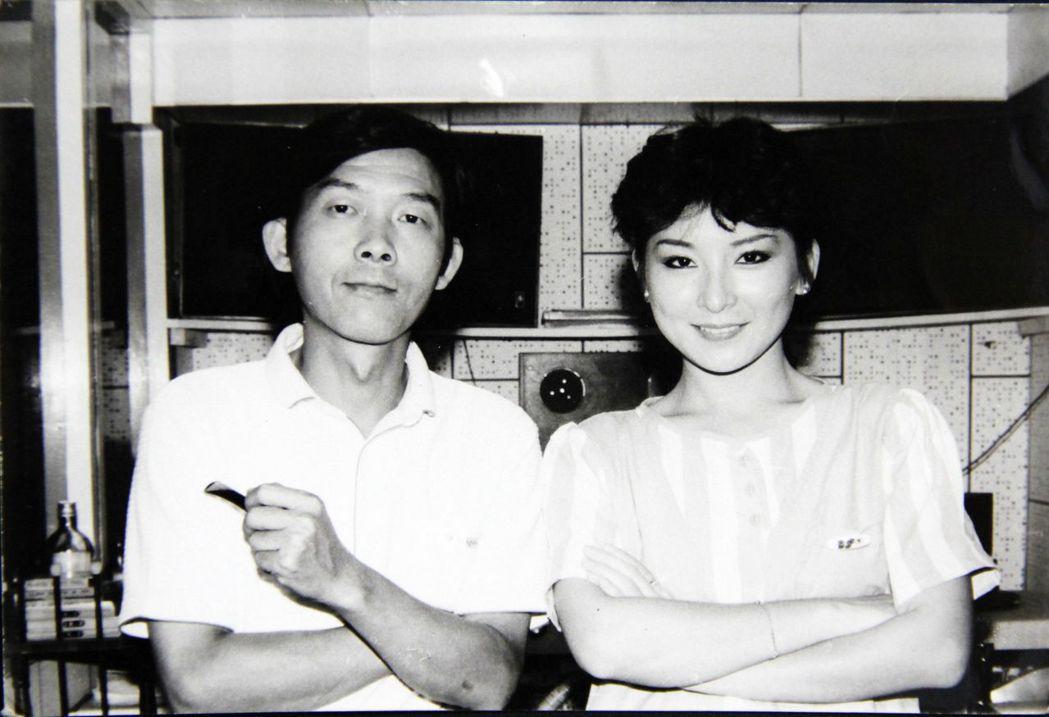 曾緃橫廣播電視圈的李季準(左),訪談過許多名人。圖/李季準家屬提供