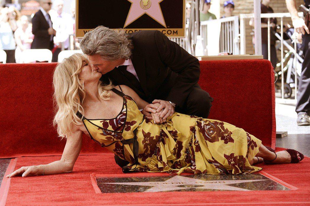 美國男星寇特羅素和女星歌蒂韓名留好萊塢星光大道(Walk of Fame),獲得