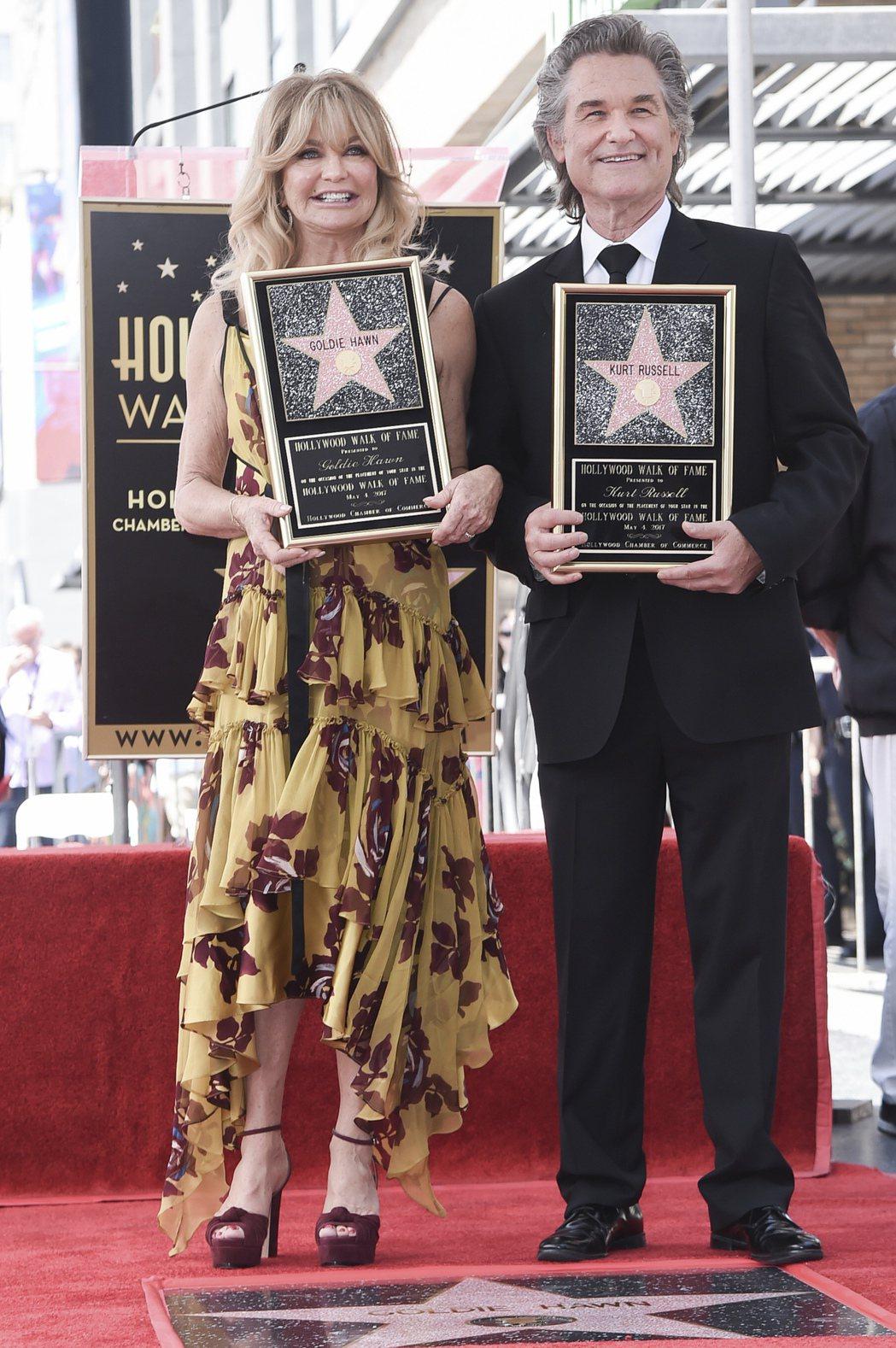 美國男星寇特羅素和女星歌蒂韓名留好萊塢星光大道(Walk of Fame),獲得...