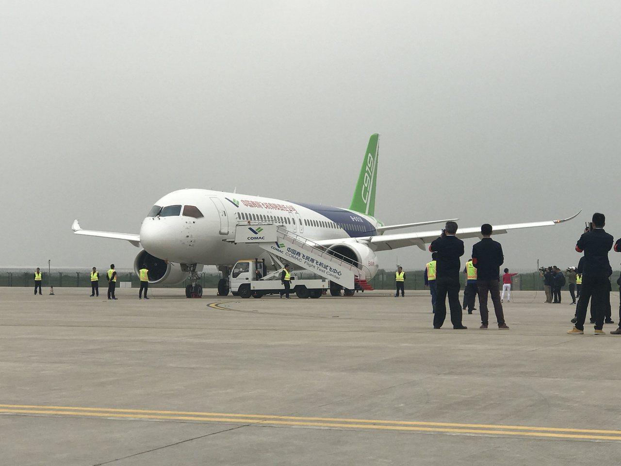 大陸自製C919客機,本月5日下午順利完成首飛任務,回到上海浦東國際機場。 聯合...