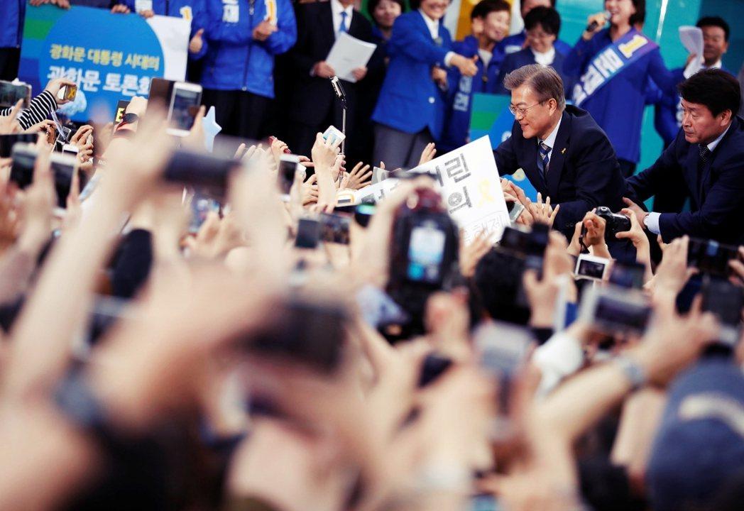 5月9日南韓總統大選,選戰的勝負,真的已經註定了嗎?圖為在高陽市造勢的文在寅。 ...