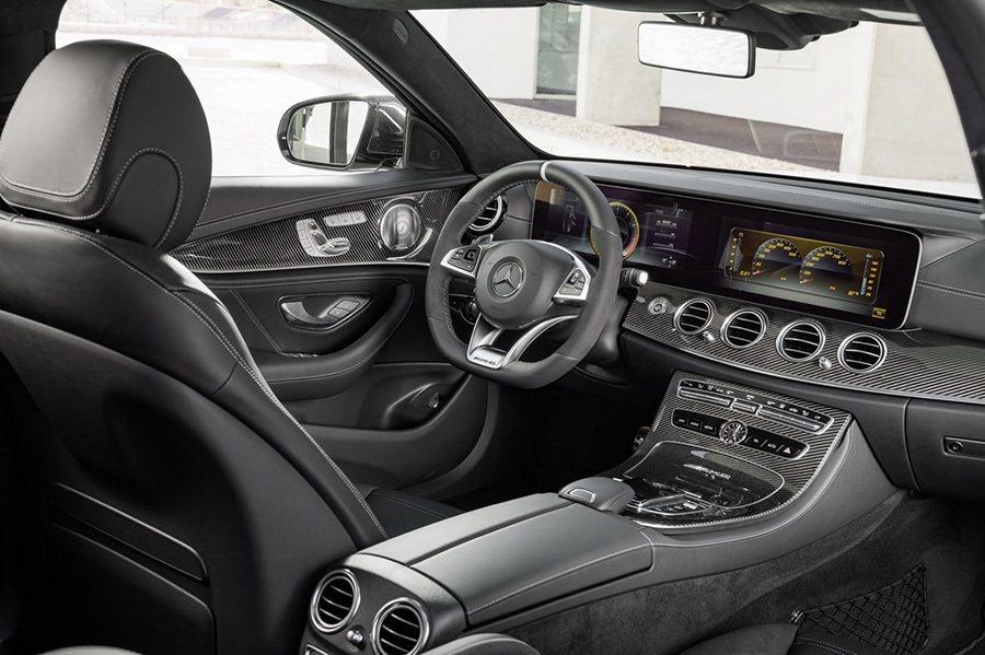 Mercedes-AMG提供