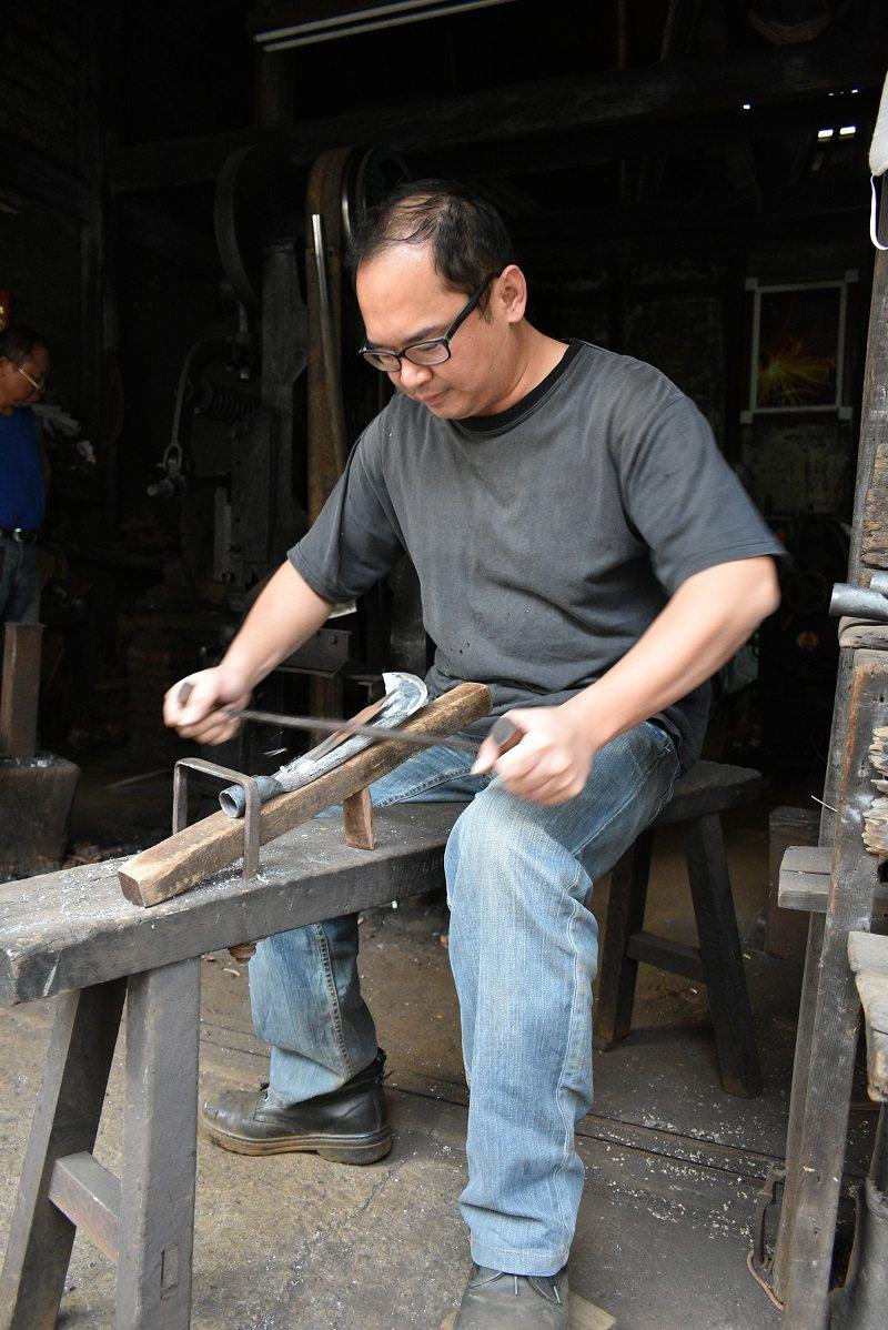 第五代郭志榮放棄電子業高薪回家傳承百年工藝