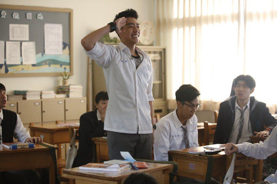 蔡凡熙因為主演「通靈少女」而爆紅,擔綱主演「報告老師!怪怪怪怪物!」的電影將在暑...
