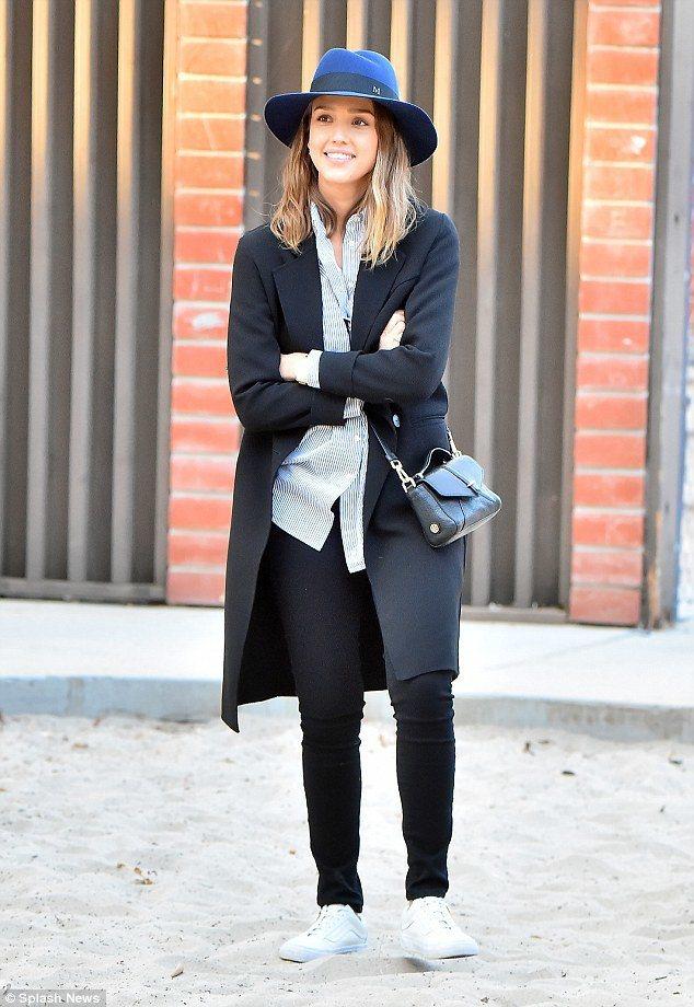 潔西卡艾巴以Maison Michel紳士帽作為視覺焦點。圖/MINOSHIN提...