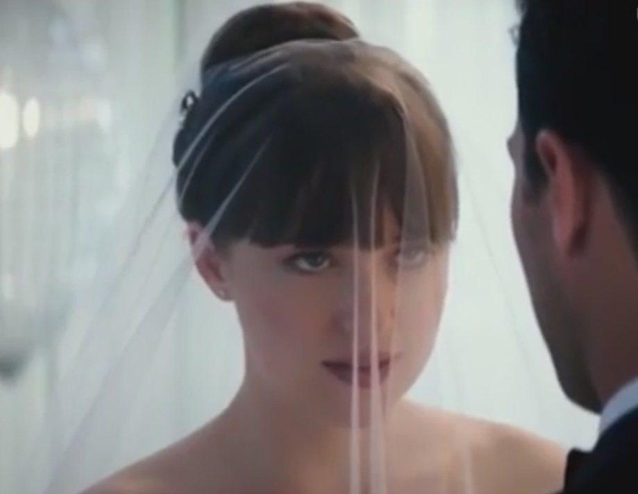 「 格雷的五十道陰影III:自由」預告片中有達珂塔強生披婚紗出嫁的鏡頭。圖/摘自...