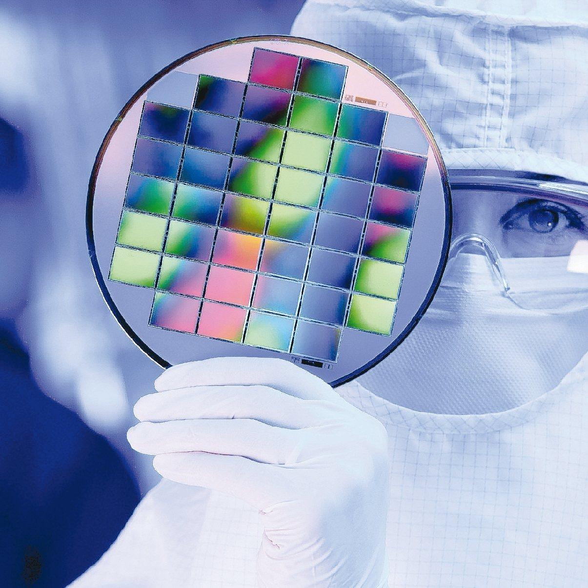 法人表示,記憶體、半導體矽晶圓具缺貨與漲價利多,概念股有望受惠。 報系資料照