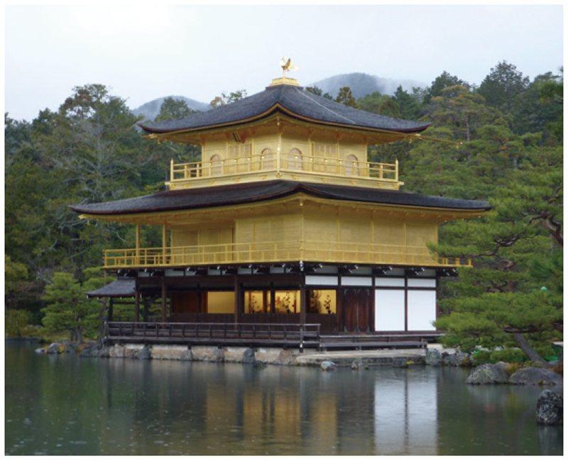 閃閃生輝的金閣寺,美麗奪目。