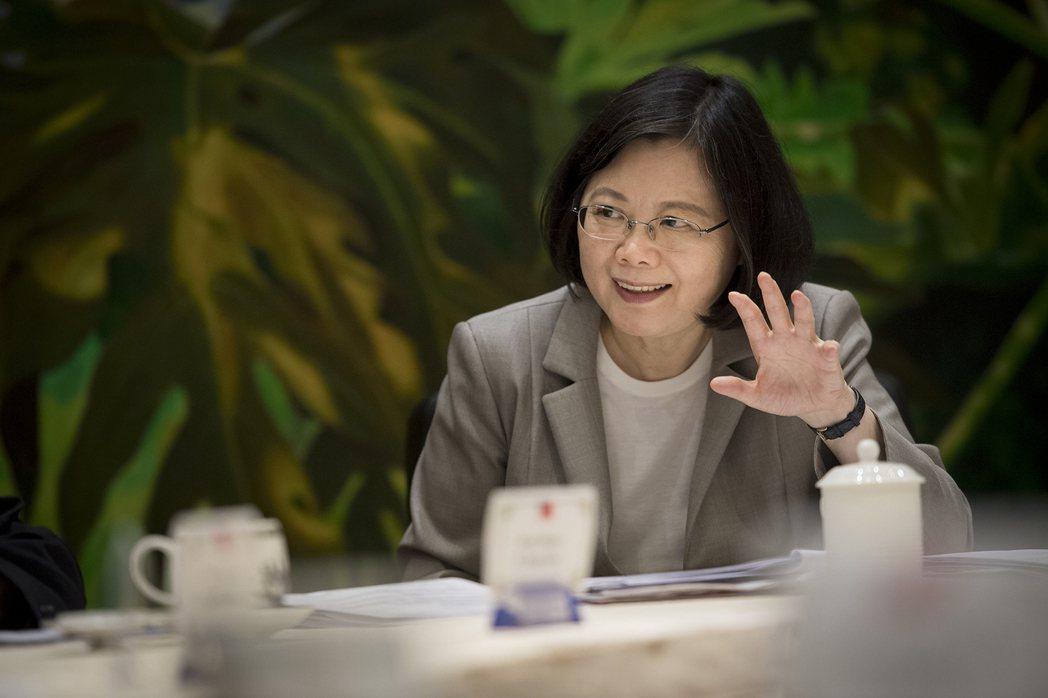 2011年時任民進黨主席的蔡英文,被立委邱毅爆料領有18%優存,引發軒然大波。事...