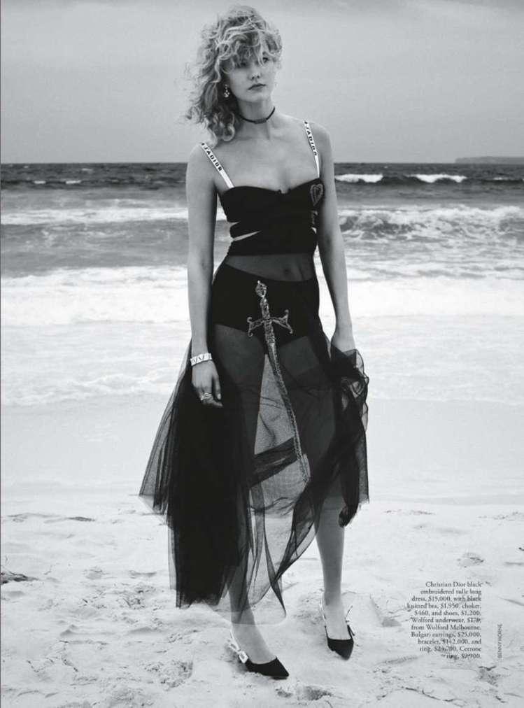 卡莉克勞斯身上這件DIOR系列裙裝,是今年封面大撞衫的熱門衣裝。圖/取自pint...