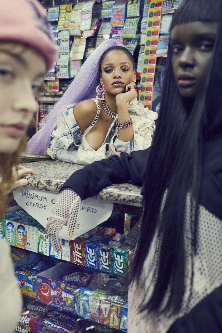 蕾哈娜在PAPER雜誌系列展現性感冷豔。圖/取自twitter