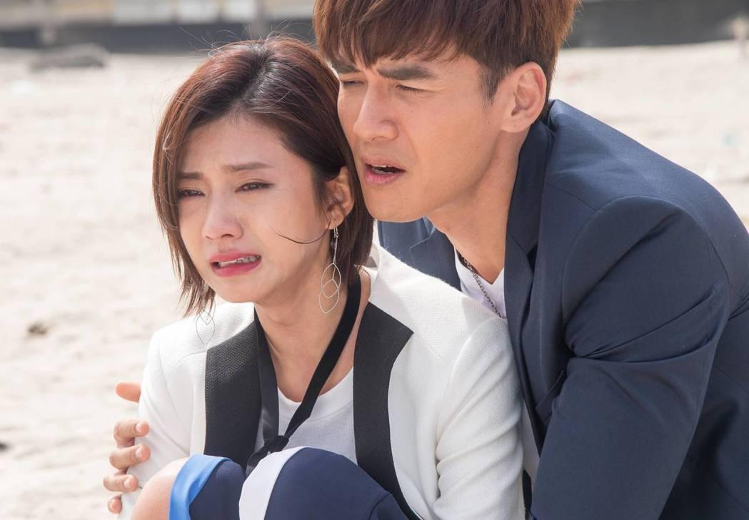 蔡黃汝(左)和楊一展拍感情戲  圖/三立提供